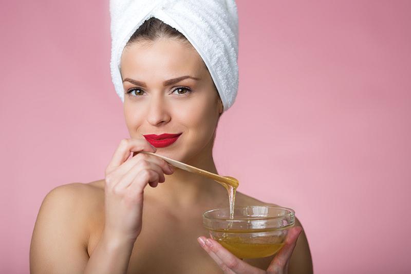 Sanfte Haarentfernung auf Zuckerbasis