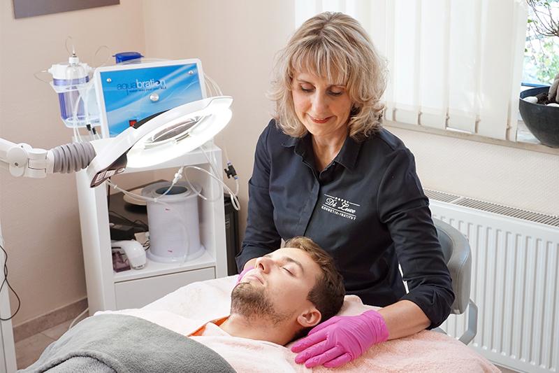 Kosmetische Gesichtsbehandlung für Männer im Deluxe Kosmetikinstitut