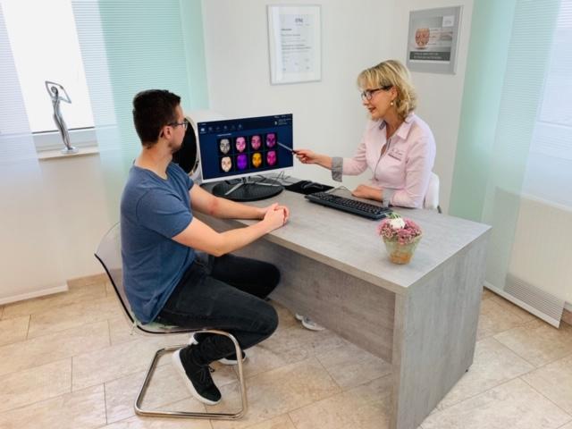 Hautanalyse- Mann De' Luxe Kosmetikinstitut